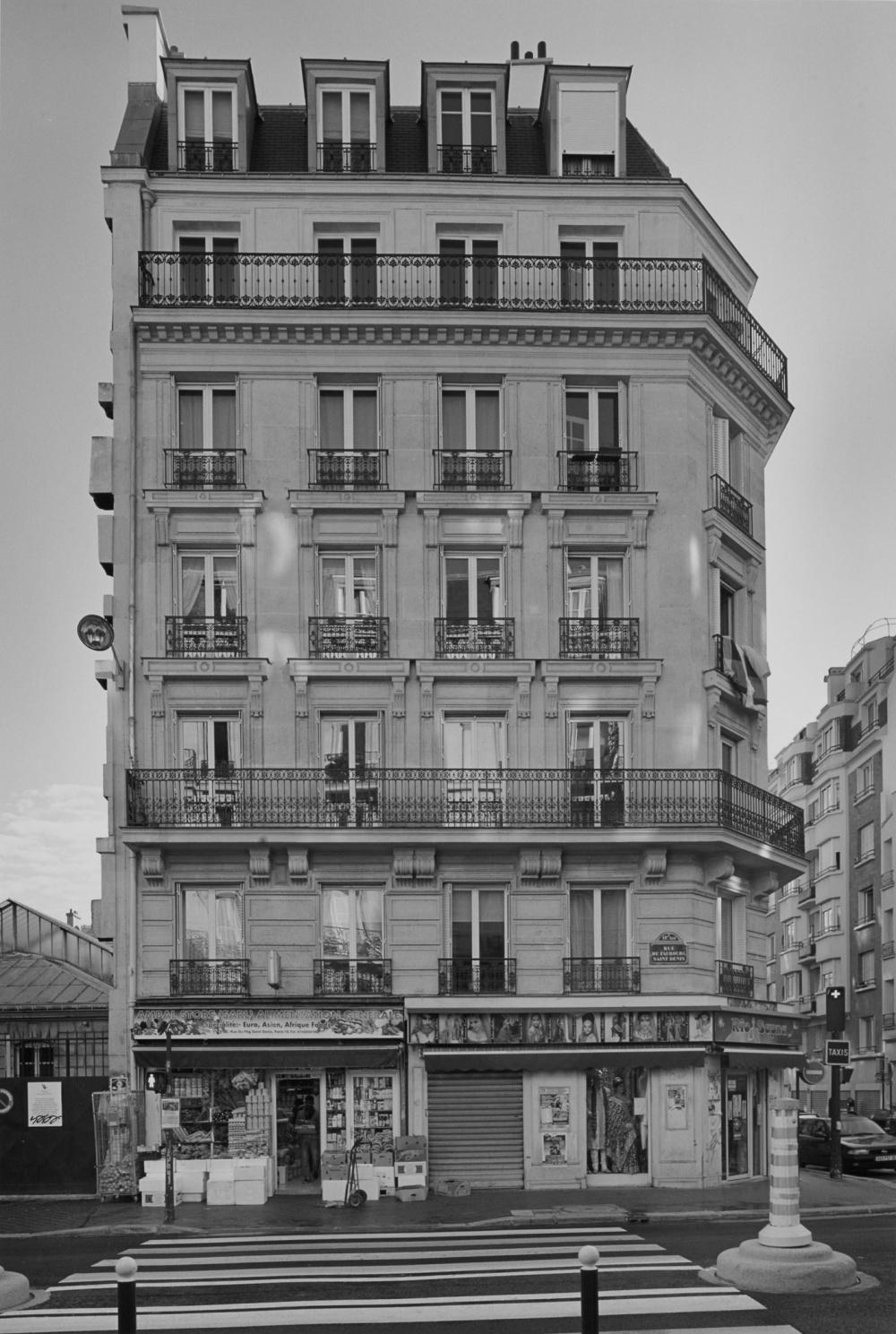 Peter MacCallum, Rue du Faubourg Saint Denis: Façade of No. 192, Corner of Rue Demarquay, 2010