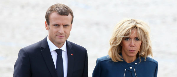 The Threats Were Not Enough The Pictures Of The Vacation Secret Of Emmanuel Macron And Brigitte Macron Soon In The Kiosk Gala The Siver Times