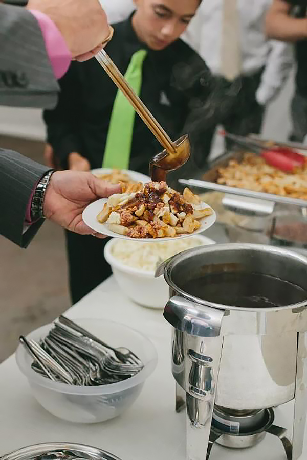 wedding-trends-poutine-bar