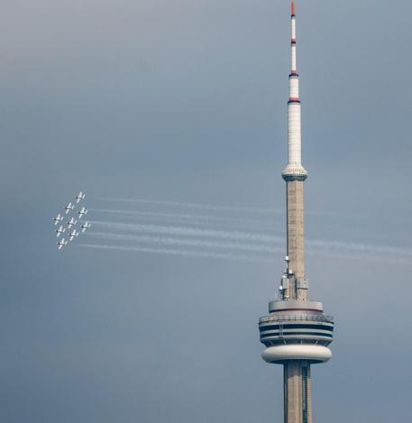 toronto-jets-sky