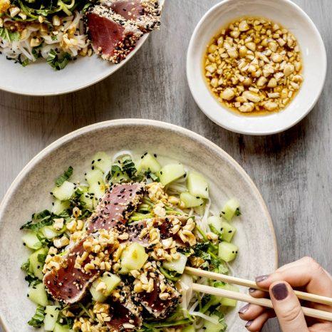 Salade de nouilles de riz au thon, sauce piquante aux cajous