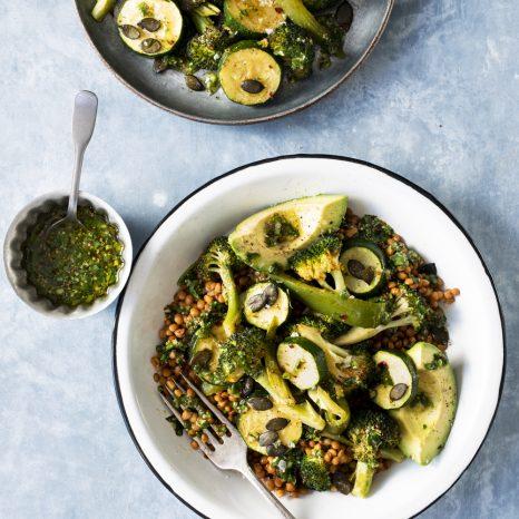Salade de lentilles et légumes verts grillés
