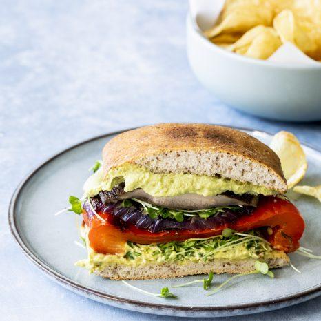 Sandwichs aux légumes grillés et houmous de noix de cajou