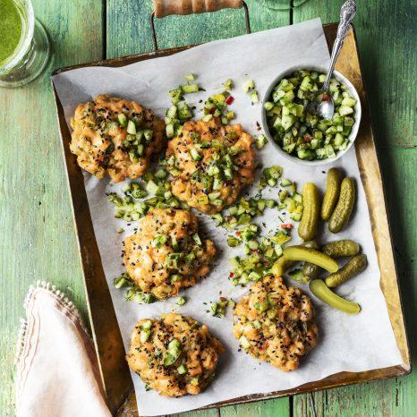Croquettes de saumon et relish épicée