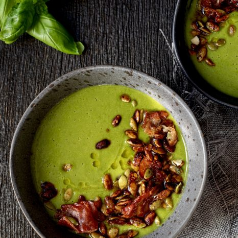 Potage brocoli, épinards et basilic, croquant à l'érable