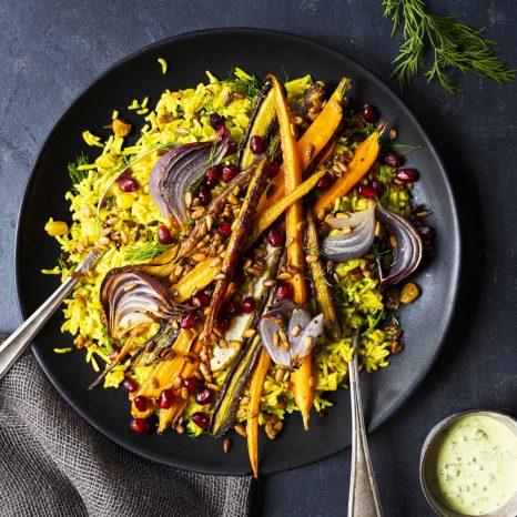 Salade de riz d'automne au curcuma et aux légumes grillés