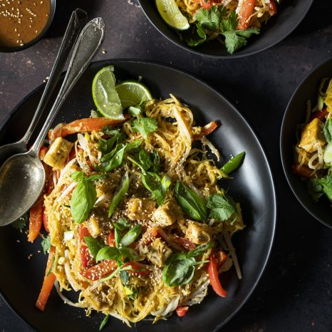 Pad thaï au tofu et à la courge spaghetti