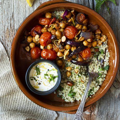 Bol marocain aux pois chiches, tomates cerises et amandes