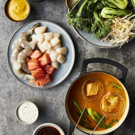 Fondue thaï au saumon et aux fruits de mer