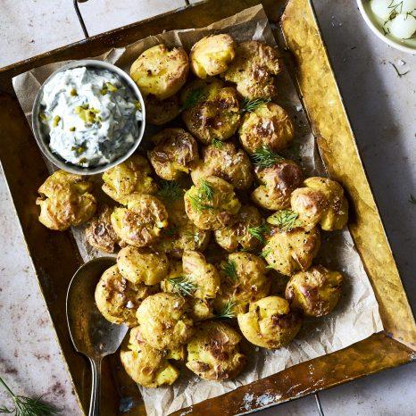 Patates écrasées sel et vinaigre, trempette aux cornichons