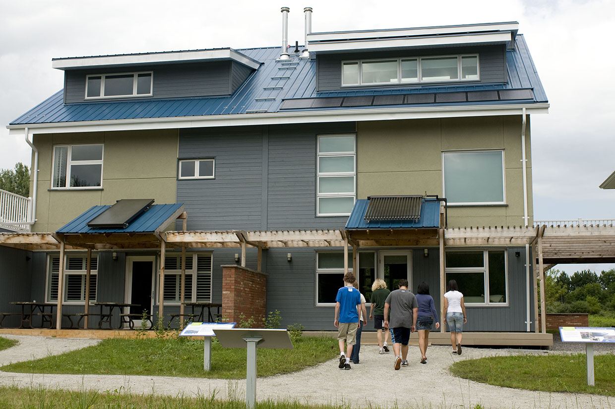 students tour Archetype Sustainable House at Kortright Centre