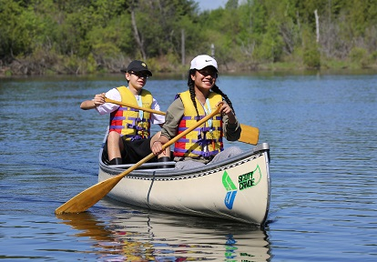 students canoeing Lake St George Field Centre