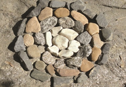 ephemeral art made with stones