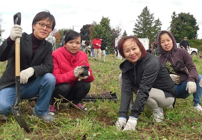 new Canadians take part in pollinator planting