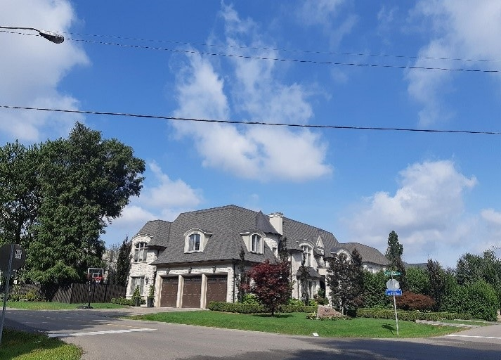 large single-detached home in Thornhill