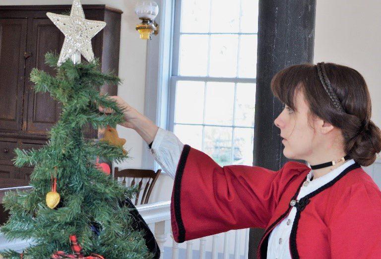 Pioneer deckorating a Christmas tree