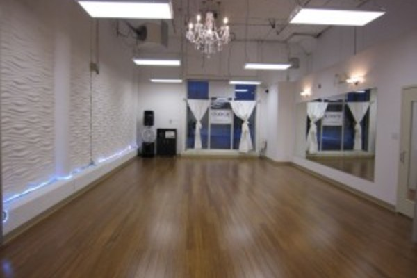 Cozy and Spacious dance studio for rent for parties and socials gathering